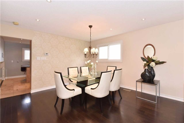Detached at 136 Lowe Blvd, Newmarket, Ontario. Image 16