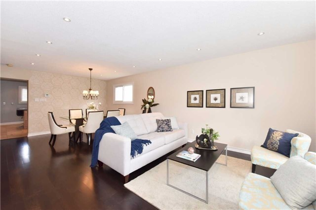 Detached at 136 Lowe Blvd, Newmarket, Ontario. Image 18