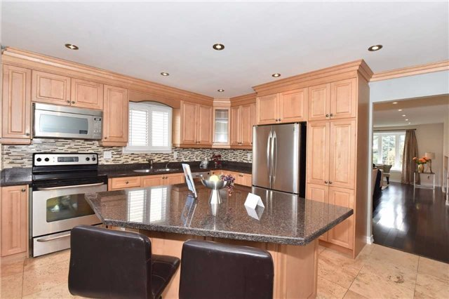Detached at 136 Lowe Blvd, Newmarket, Ontario. Image 20