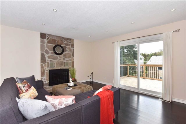Detached at 136 Lowe Blvd, Newmarket, Ontario. Image 4