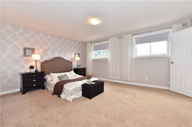 Detached at 136 Lowe Blvd, Newmarket, Ontario. Image 6