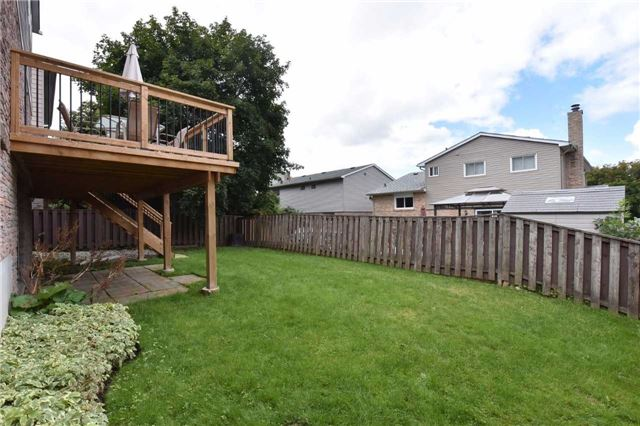 Detached at 136 Lowe Blvd, Newmarket, Ontario. Image 10