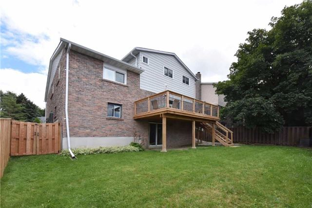Detached at 136 Lowe Blvd, Newmarket, Ontario. Image 11