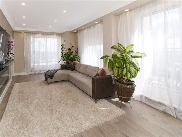 Condo Apartment at 350 Red Maple Rd, Unit Ph3, Richmond Hill, Ontario. Image 9