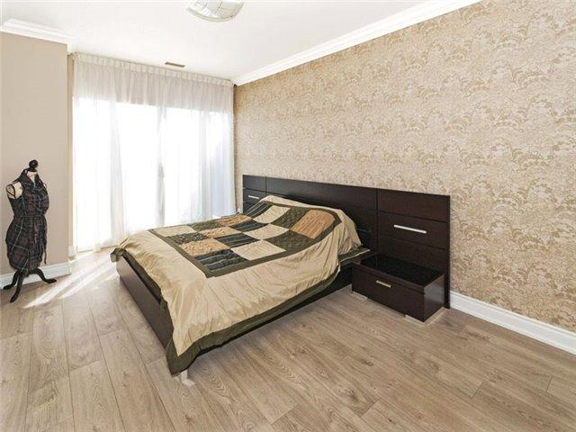 Condo Apartment at 350 Red Maple Rd, Unit Ph3, Richmond Hill, Ontario. Image 12