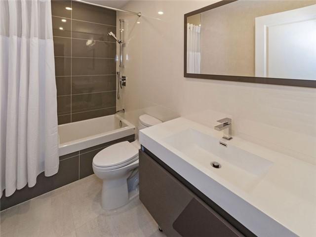 Condo Apartment at 350 Red Maple Rd, Unit Ph3, Richmond Hill, Ontario. Image 2