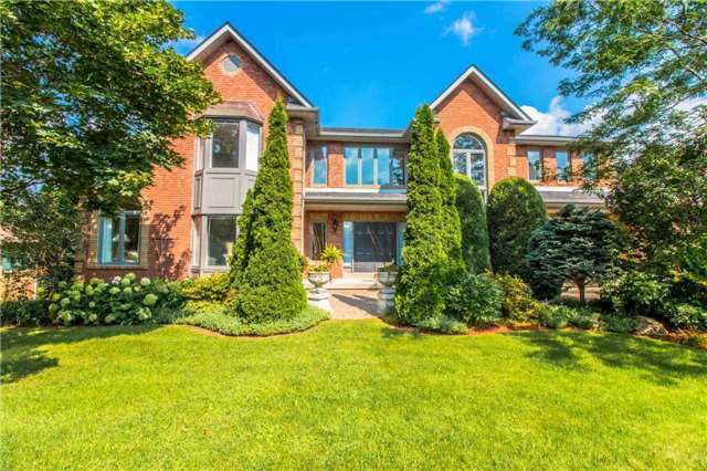 Detached at 27 Rolling Crt, King, Ontario. Image 12