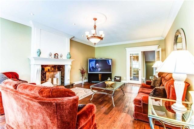 Detached at 27 Rolling Crt, King, Ontario. Image 3
