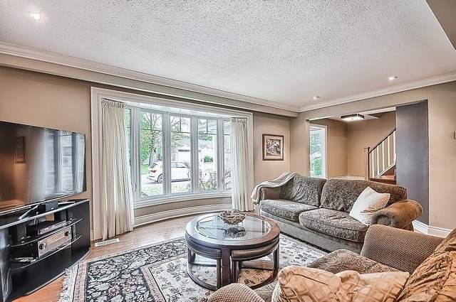 Detached at 528 Elm Rd, Whitchurch-Stouffville, Ontario. Image 15