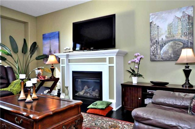Detached at 1060 Nantyr Dr, Innisfil, Ontario. Image 14