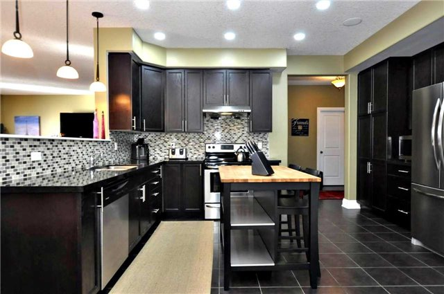 Detached at 1060 Nantyr Dr, Innisfil, Ontario. Image 19