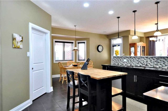 Detached at 1060 Nantyr Dr, Innisfil, Ontario. Image 20