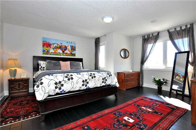 Detached at 1060 Nantyr Dr, Innisfil, Ontario. Image 2
