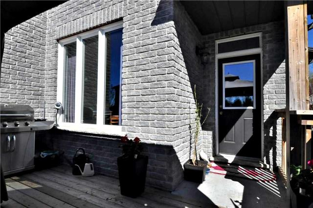 Detached at 1060 Nantyr Dr, Innisfil, Ontario. Image 9