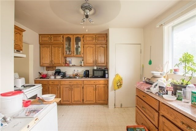 Semi-detached at 144 Maurice Crt, Newmarket, Ontario. Image 11