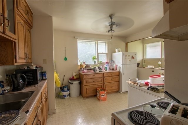 Semi-detached at 144 Maurice Crt, Newmarket, Ontario. Image 12