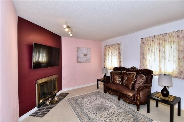 Detached at 54 Misty Moor Dr, Richmond Hill, Ontario. Image 2
