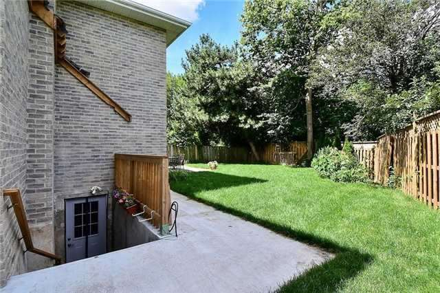Detached at 54 Misty Moor Dr, Richmond Hill, Ontario. Image 13