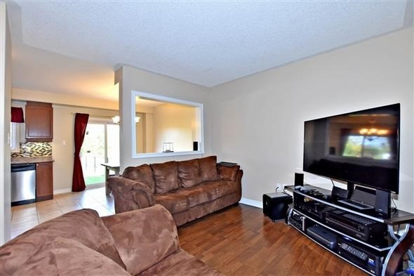 Townhouse at 21 Northwest Passage, Whitchurch-Stouffville, Ontario. Image 8