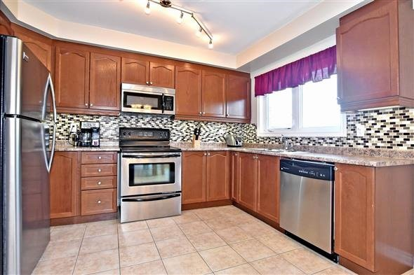 Townhouse at 21 Northwest Passage, Whitchurch-Stouffville, Ontario. Image 9