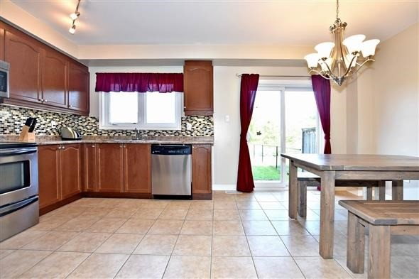 Townhouse at 21 Northwest Passage, Whitchurch-Stouffville, Ontario. Image 10