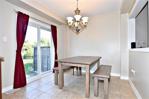 Townhouse at 21 Northwest Passage, Whitchurch-Stouffville, Ontario. Image 11