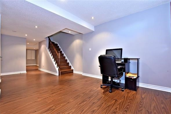 Townhouse at 21 Northwest Passage, Whitchurch-Stouffville, Ontario. Image 2