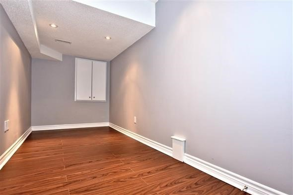 Townhouse at 21 Northwest Passage, Whitchurch-Stouffville, Ontario. Image 3