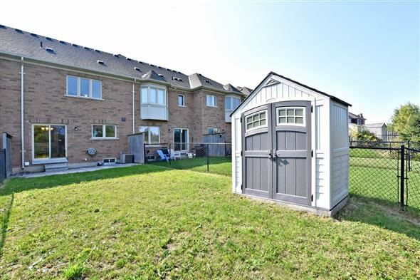 Townhouse at 21 Northwest Passage, Whitchurch-Stouffville, Ontario. Image 5