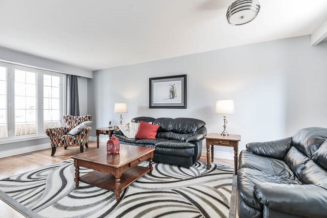 Detached at 35 Squire Bakers Lane, Markham, Ontario. Image 14