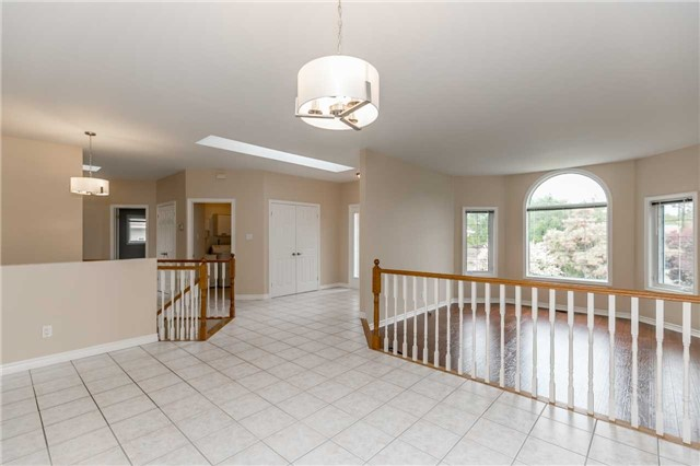 Detached at 1152 Arnold St, Innisfil, Ontario. Image 14