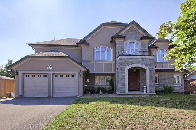 Detached at 924 Srigley St, Newmarket, Ontario. Image 1