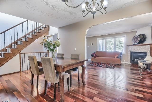 Detached at 924 Srigley St, Newmarket, Ontario. Image 14