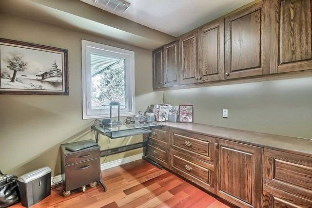 Detached at 924 Srigley St, Newmarket, Ontario. Image 19