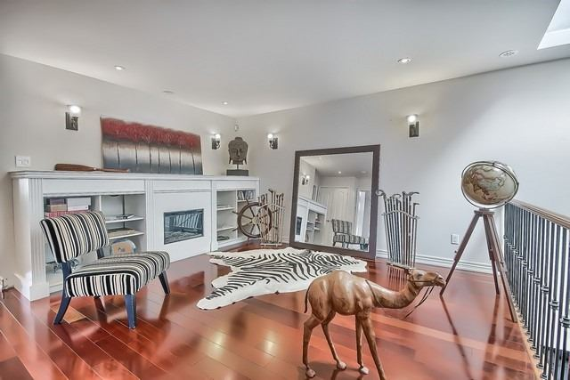 Detached at 924 Srigley St, Newmarket, Ontario. Image 2