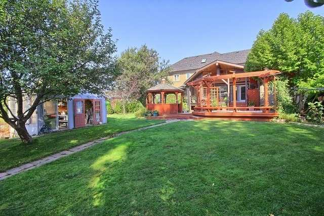 Detached at 924 Srigley St, Newmarket, Ontario. Image 11