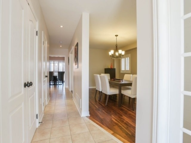 Detached at 40 Mynden Way, Newmarket, Ontario. Image 12