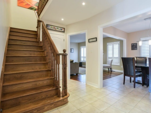 Detached at 40 Mynden Way, Newmarket, Ontario. Image 16