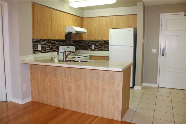 Condo Apartment at 350 Red Maple Rd, Unit 303, Richmond Hill, Ontario. Image 9