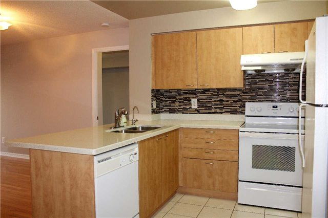 Condo Apartment at 350 Red Maple Rd, Unit 303, Richmond Hill, Ontario. Image 10