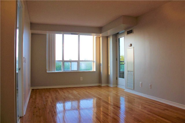 Condo Apartment at 350 Red Maple Rd, Unit 303, Richmond Hill, Ontario. Image 12