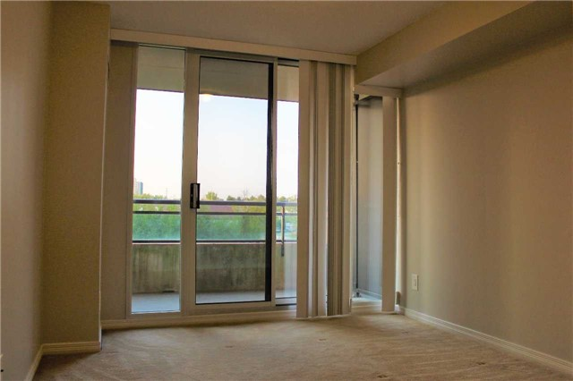 Condo Apartment at 350 Red Maple Rd, Unit 303, Richmond Hill, Ontario. Image 14