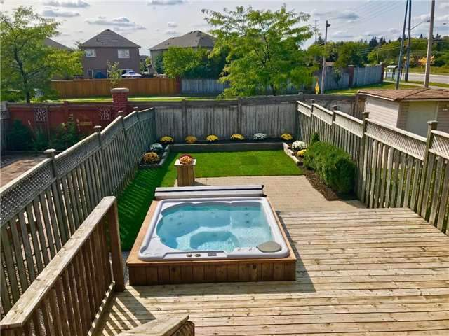 Townhouse at 30 Giancola Cres, Vaughan, Ontario. Image 9