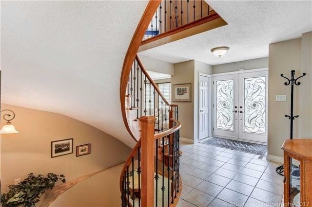 Detached at 114 Timberline Tr, Aurora, Ontario. Image 14