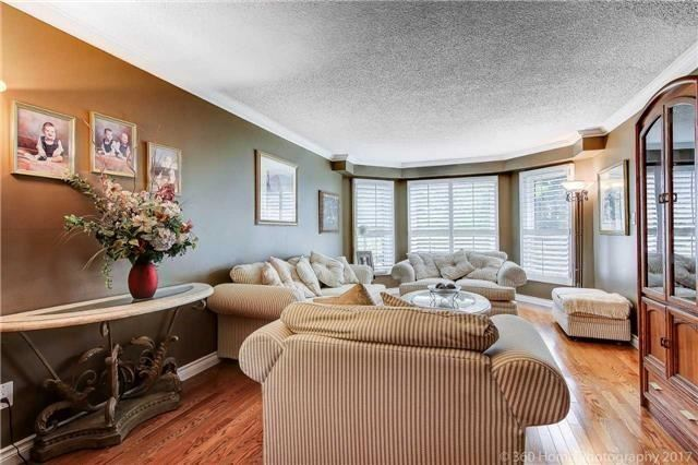 Detached at 114 Timberline Tr, Aurora, Ontario. Image 15