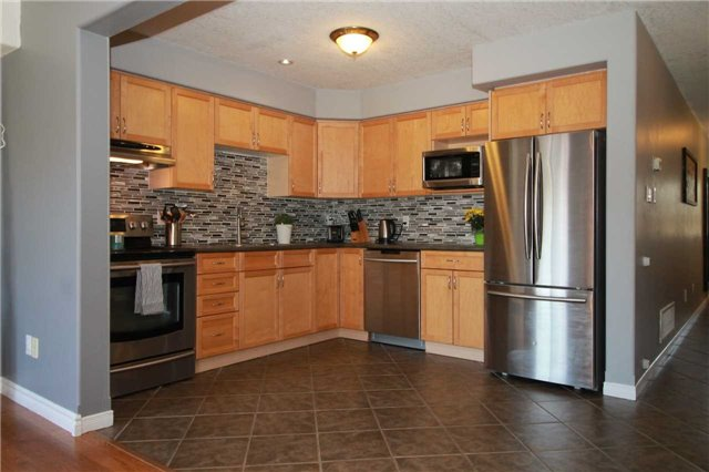 Townhouse at 5 Wallace St, New Tecumseth, Ontario. Image 14