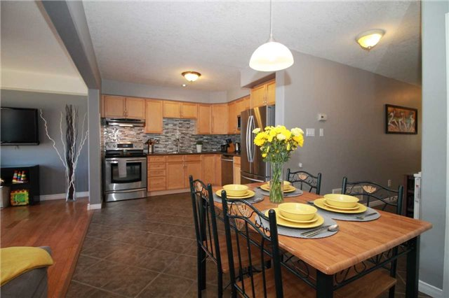 Townhouse at 5 Wallace St, New Tecumseth, Ontario. Image 15