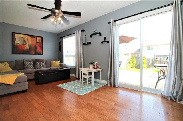 Townhouse at 5 Wallace St, New Tecumseth, Ontario. Image 2
