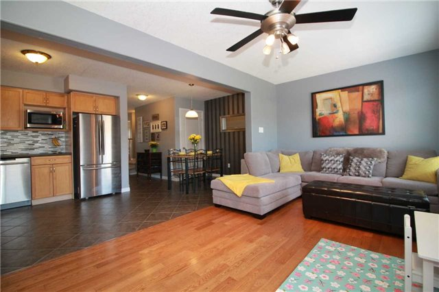 Townhouse at 5 Wallace St, New Tecumseth, Ontario. Image 3