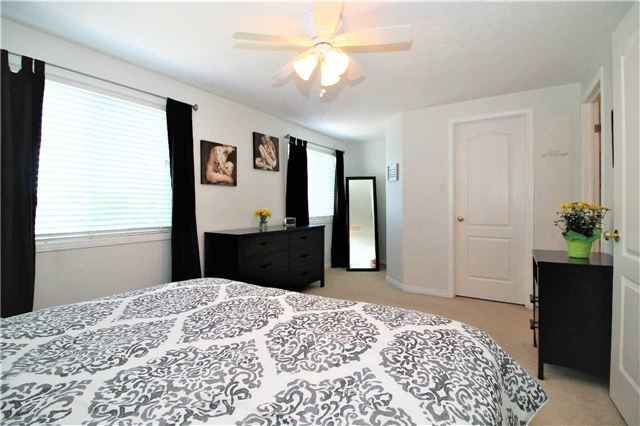 Townhouse at 5 Wallace St, New Tecumseth, Ontario. Image 5
